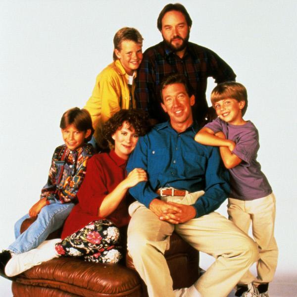 Bild 1 von 3: In den Hauptrollen: u.v.li.: Randy (Jonathan Taylor Thomas), Jill (Patricia Richardson), Tim (Tim Allen), Mark (Taran Smith), v.o.li.: Brad (Zachery Ty Bryan), Al (Richard Karn)