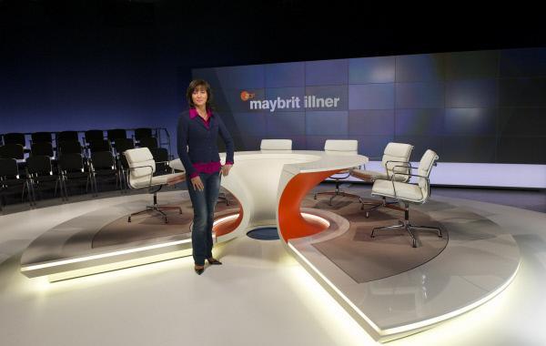 Bild 1 von 3: Einmal pro Woche führt Maybrit Illner durch ihren gleichnamigen Polittalk. Mit Gästen aus Gesellschaft, Politik und Wirtschaft diskutiert sie live aus Berlin das \