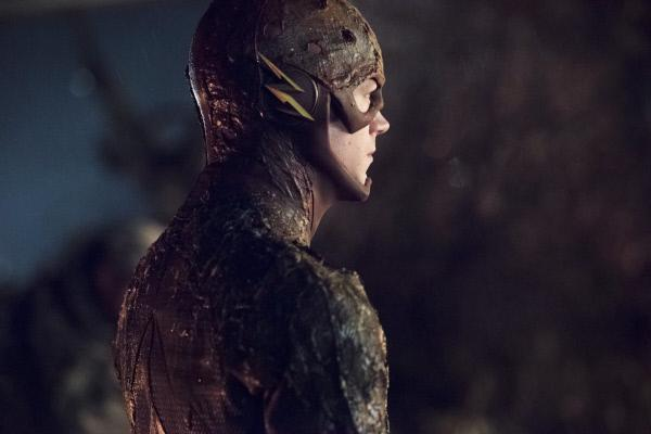 Bild 1 von 45: Barry alias The Flash (Grant Gustin) muss sich einem wahnhaften General Eiling entgegenstellen ...