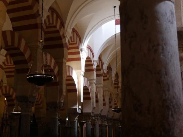 Bild 1 von 10: Mezquita-Catedral in Córdoba: Eine Moschee, die nach der Reconquista in eine Kirche umgewandelt wurde.