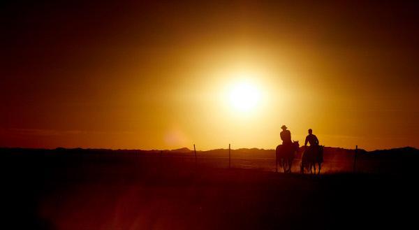Bild 1 von 5: Cowboys in der Inneren Mongolei. Und im Nebenjob bei der Mauer-Patrouille.