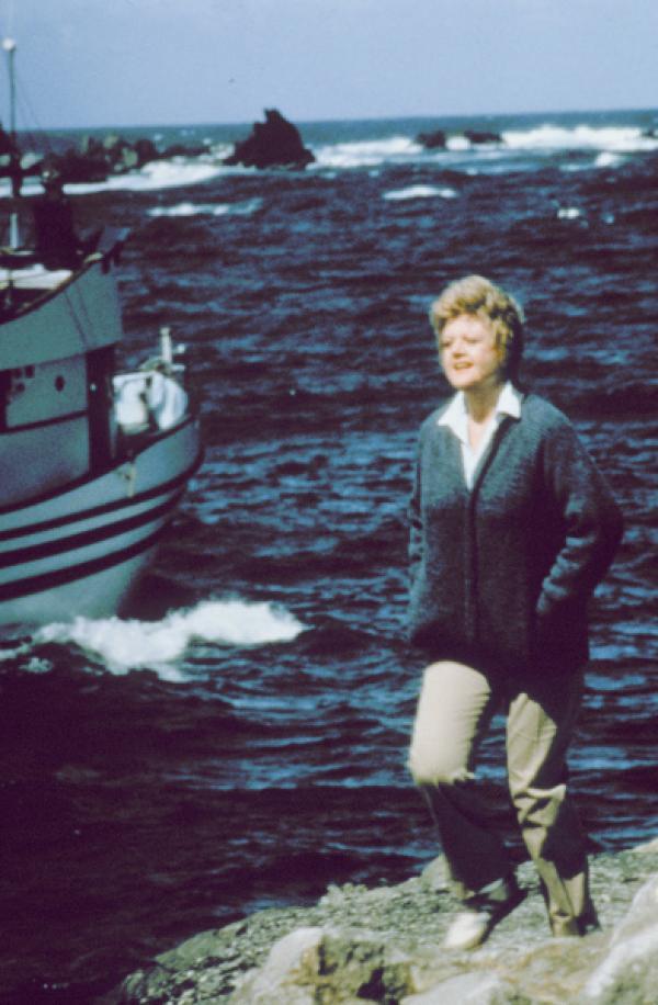 Bild 1 von 11: Die Witwe Jessica Fletcher (Angela Lansbury) lebt alleine in der kleinen Küstenstadt Cabot Cove ...