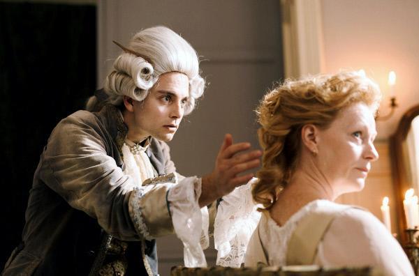 Bild 1 von 5: Die Chance, eine Adelige zu frisieren, gibt Léonard Minet (Max Hegewald, mit Liene Beinerovica) die Möglichkeit, sich einen Namen als Damenfriseur zu machen. Gefällt sein Entwurf am Versailler Hof, könnte sein Traum wahr werden.