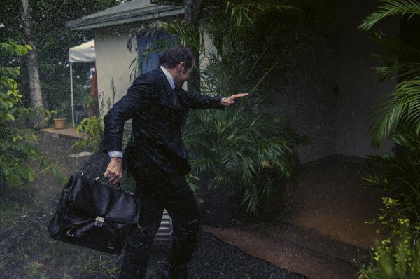 Bild 1 von 5: Der Engländer DI Richard Poole (Ben Miller) ist fest davon überzeugt, dass ihn kein Unwetter aus der Ruhe bringen kann. Doch der Hurrikan erweist sich als äußerst starke und gefährliche Naturgewalt.