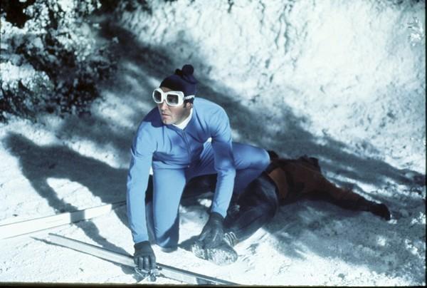 Bild 1 von 12: James Bond (George Lazenby)