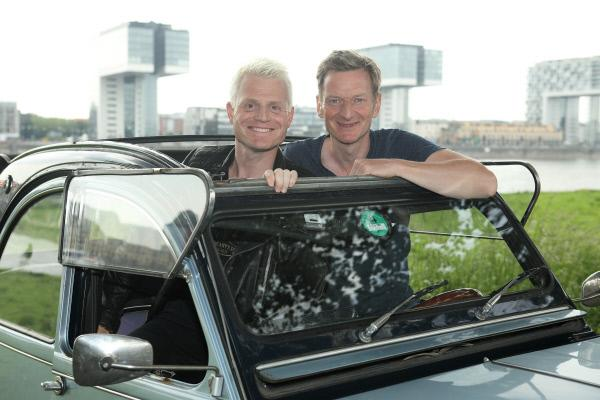 Bild 1 von 5: Guido Cantz (l.) und Michael Kessler (r.) im Citroën 2CV.