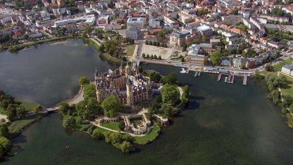 Bild 1 von 4: Schloss Schwerin von oben.