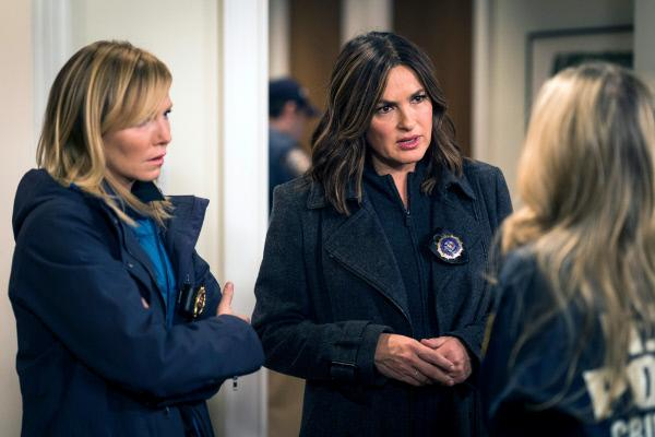 Bild 1 von 11: Detective Amanda Rollins (Kelli Giddish, l.), Lieutenant Olivia Benson (Mariska Hargitay)