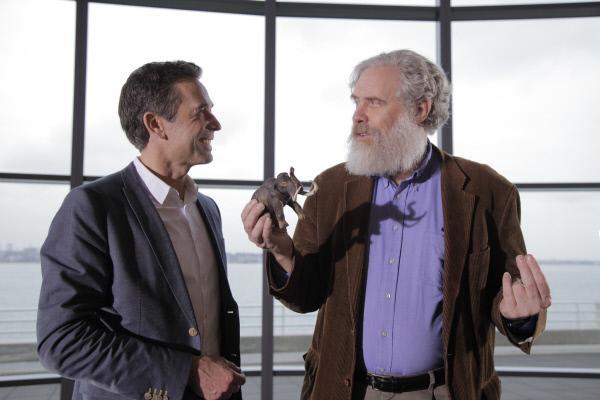 Bild 1 von 7: Ein Mammut aus dem Genlabor - wo sind die Grenzen des Machbaren? Dirk Steffens mit George Church, Molekularbiologe an der Harvard Universität.