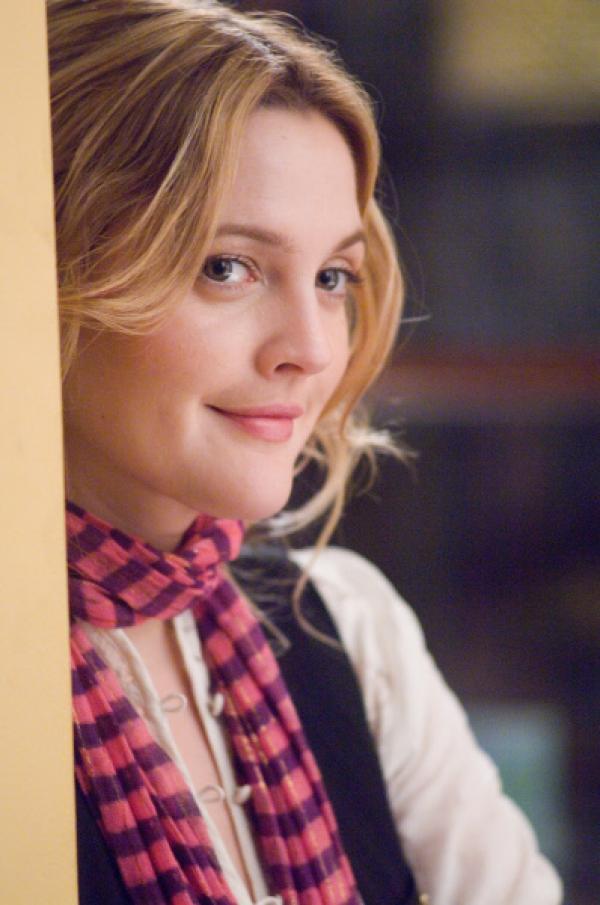 Bild 1 von 18: Als sie ihren Boss Alex Fletcher näher kennenlernt, findet seine Blumenpflegerin Sophie (Drew Barrymore), die er kurzerhand zur Songwriterin befördert hat, tatsächlich ganz liebenswerte Seiten an ihm ...