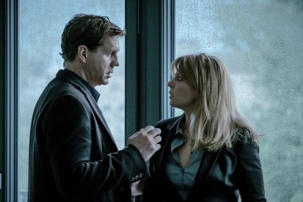 Bild 1 von 6: Katrin (Jördis Triebel) fühlt sich von Dominik (Thomas Heinze) übergangen und will sich trennen.