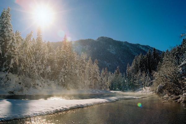 Bild 1 von 5: Auch in der Winterzeit bietet die Landschaft rund um die Isar - den letzten großen Wildfluss Deutschlands - ein spektakuläres Bild.