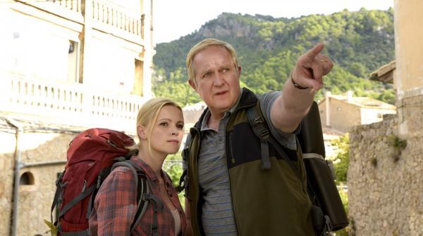 Bild 1 von 5: Was erwartet uns bei der Wanderung? Sportmuffel Klaus (Harald Krassnitzer) und seine Tochter Stefanie (Jennifer Ulrich) haben wenig Vorfreude.