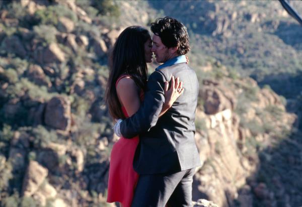 Bild 1 von 12: Glücksspieler Bobby Cooper (Sean Penn) hat seine Autopanne im Wüstenort Superior gut genutzt und sich in die schöne Grace (Jennifer Lopez) verliebt.