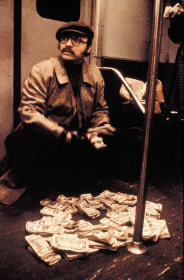 Bild 1 von 5: In New York wird eine U-Bahn mit 17 Geiseln entführt. Hinter der spektakulären Aktion stecken vier Gangster, die eine Million Dollar Lösegeld fordern - sonst werden alle Geiseln getötet. Garber (Walter Matthau), Sicherheitschef der U-Bahn, jagt das Terror-Quartett.