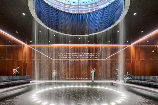 Bild 1 von 4: Ein Ort der Besinnung: der imposante Contemplative Court im National Museum of African American History & Culture