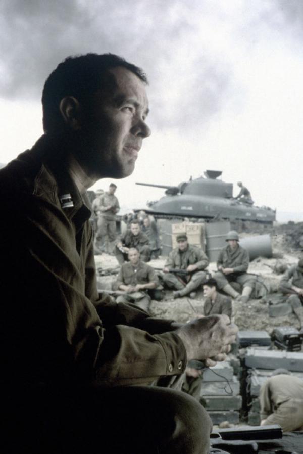 Bild 1 von 10: Bei der Landung an dem kleinen Strandabschnitt in der Normandie im Jahr 1944 kommt es zwischen den deutschen Truppen und den Alliierten zu einem gnadenlosen Kampf. In dem heillosen Durcheinander versucht Captain Miller (Tom Hanks), einen kühlen Kopf zu bewahren ...