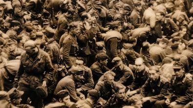 Bild 1 von 4: Deutsche Kriegsgefangene im Rheinriesenlager, amerikanische Durchgangslager entlang des Rheins, 1945.