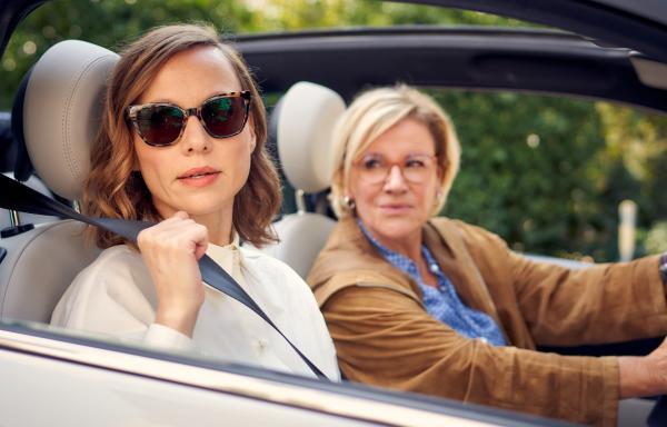 Bild 1 von 23: Die arrogante Ex-Unternehmerin Merle (Nadja Becker, li.) ist wenig begeistert von ihrer Bewährungshelferin Klara (Mariele Millowitsch).