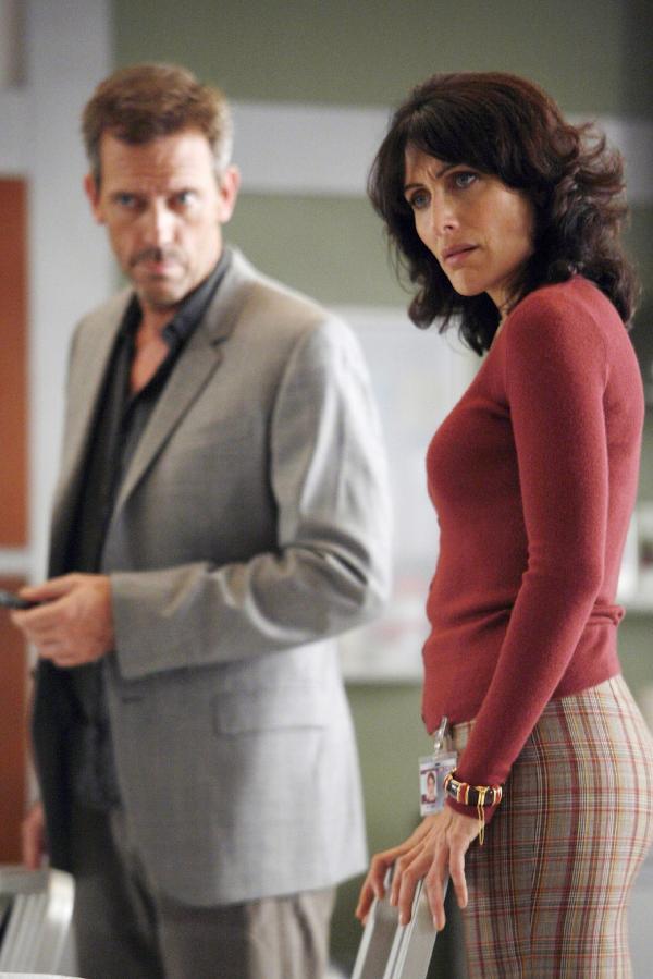 Bild 1 von 14: House (Hugh Laurie) und Cuddy (Lisa Edelstein) versuchen herauszufinden, was dem jungen Mädchen Natalie fehlt, die aus ungeklärten Gründen zusammengebrochen ist. Dabei erfahren sie eine schier unglaubliche Geschichte.
