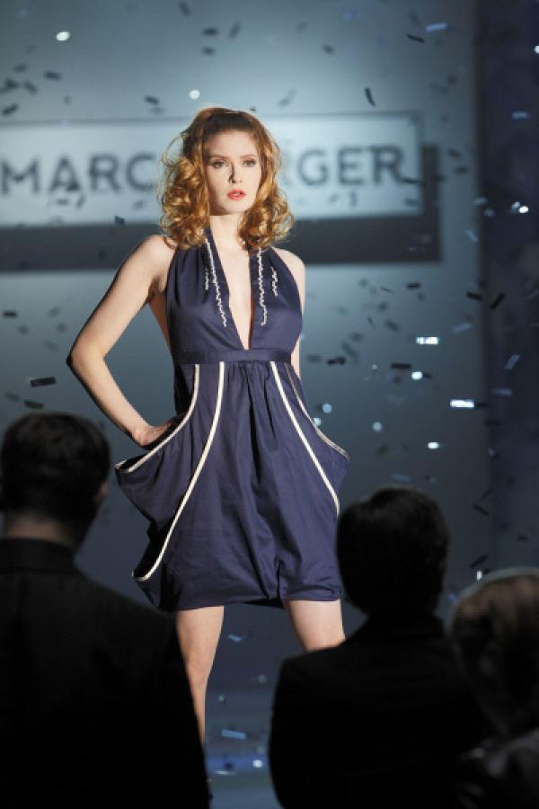 Bild 1 von 27: Hartmuts Schwester Jessica (Lisa Brühlmann) läuft als Model auf einer Modenschau für den Designer Marc Berger, als es plötzlich zu einer Schießerei kommt...