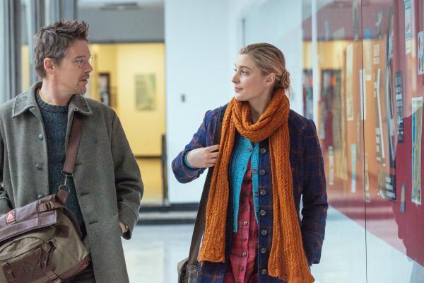 Bild 1 von 2: John (Ethan Hawke) will aus seiner eingefahrenen Ehe ausbrechen und sich mit Maggie (Greta Gerwig) einlassen.