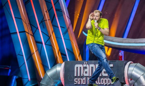 Bild 1 von 3: RTL zeigt Mario Barths Live-Programm 'Mario Barth Live! Männer sind bekloppt, aber sexy' aus der Barclaycard Arena in Hamburg. Vor grandioser Kulisse läuft der bekannte Ausnahmecomedian wieder zu Höchstform auf und bringt mit seiner gewohnt dynamischen Art das Publikum zum Jubeln.