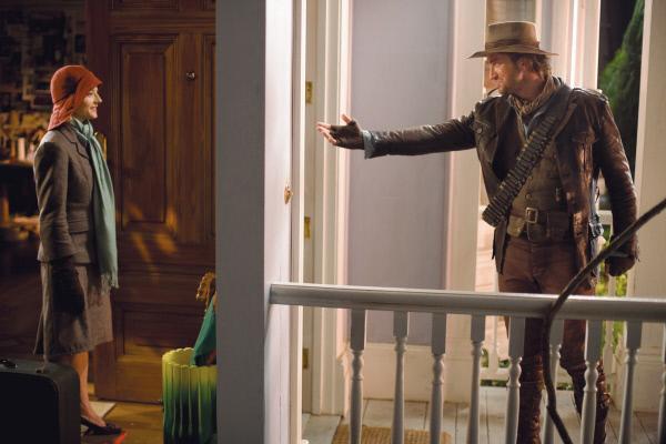 Bild 1 von 11: Ihr fiktiver Held, Alex Rover (Gerard Butler), fordert seine Schöpferin, Autorin Alexandra Rover (Jodie Foster), auf, endlich das Haus in San Francisco zu verlassen und selbst ein Abenteuer zu erleben.