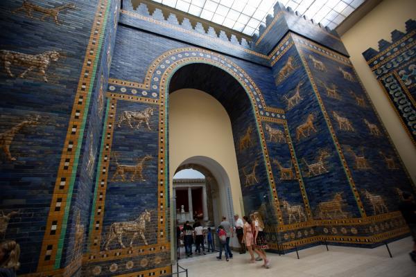 Bild 1 von 5: Das Ischtar-Tor und die Mauern von Babylon galten in der Antike lange auch als Weltwunder.