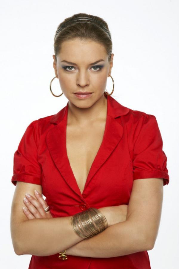 Bild 1 von 25: Katja Polauke (Karolina Lodyga) ist Annas verwöhnte Halbschwester. Katja legt viel Wert auf ihr Äußeres und hat drei große Ziele: Karriere, Mann und viel Geld.