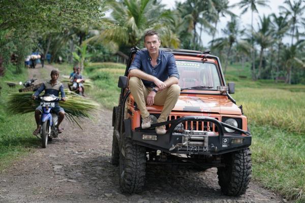 Bild 1 von 4: Dirk Steffens auf dem Weg zu einem geheimnisvollen Vulkan auf Java.