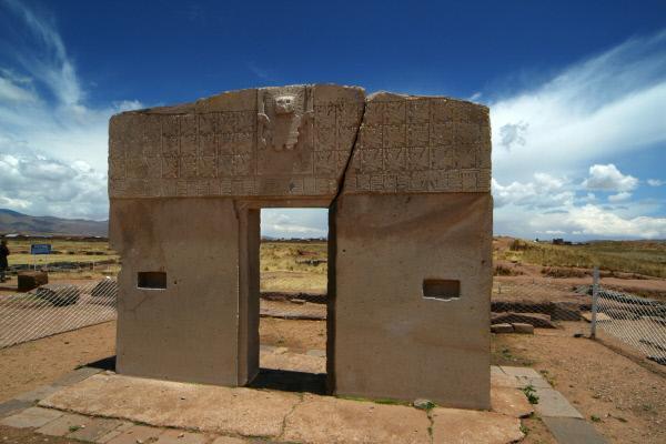 Bild 1 von 4: Die Ruinen von Puma Punku sind Teil der Ruinenstätte Tiwanaku in Bolivien. Haben hier Aliens gewohnt?