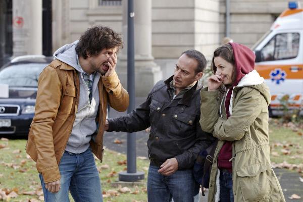 Bild 1 von 15: Als Ben (Tom Beck, l.) und Semir (Erdogan Atalay) die psychisch gestörte Melanie (Julia Hartmann) in die Klinik zurückbringen wollen, muss Ben eine unkontrollierte Aktion Melanies ausbaden.