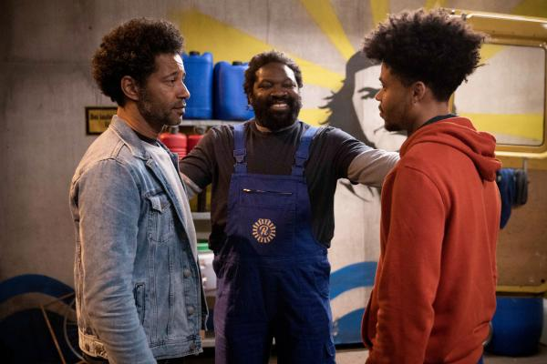 Bild 1 von 2: Ezequiel (Tyron Ricketts), Reynaldo (Komi Mizrajim Togbonou) und Jason (Nyamandi Adrian).