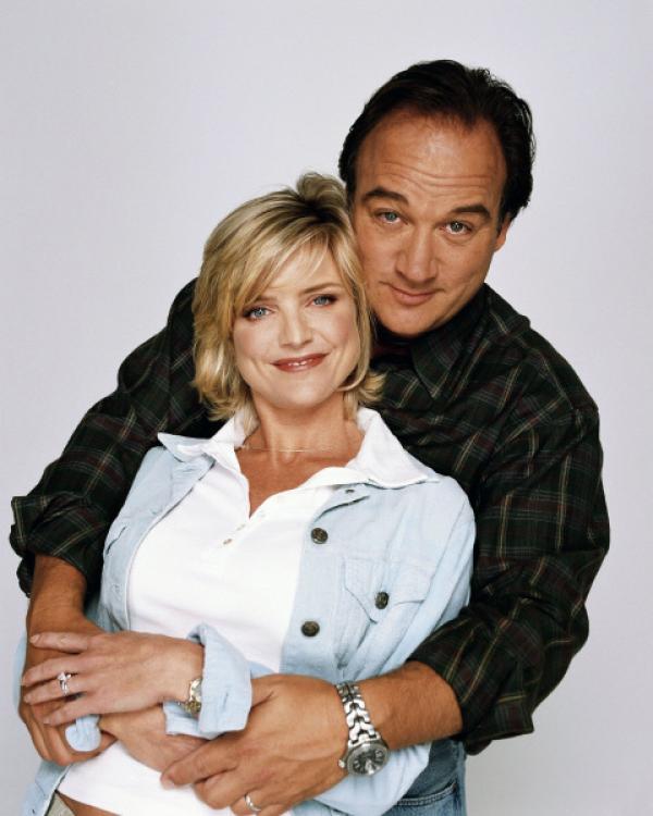 Bild 1 von 10: Jim (James Belushi) und Gattin Cheryl (Courtney Thourne-Smith) könnten eigentlich ein wunderbares Leben führen.