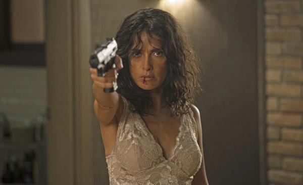 Bild 1 von 6: Everly (Salma Hayek) weiß nicht nur mit Waffen umzugehen. Sie schwört sich zu rächen.