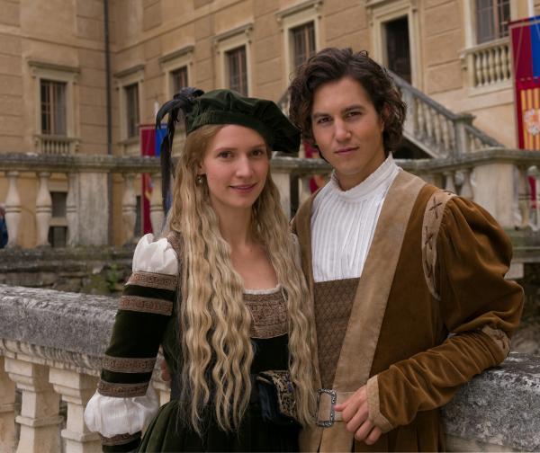 Bild 1 von 14: Frida Lovisa Hamann (Prinzessin Leonora) und Tim Oliver Schultz (Endres).