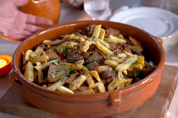 Bild 1 von 4: Der Fleischeintopf Frito de Matanza ist weit über die Insel Ibiza hinaus bekannt.