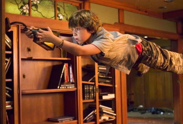 Bild 1 von 12: Die Schwerelosigkeit macht es Danny (Jonah Bobo) nicht gerade leicht, im Spiel zu bestehen.