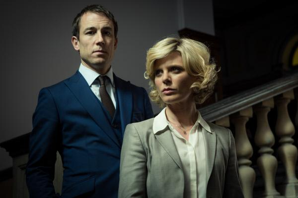 Bild 1 von 7: Nikki Alexander (Emilia Fox) ist maßgeblich für die Freilassung des verurteilten Bennetto verantwortlich. Steht dies im Zusammenhang damit, dass sie Greg Walker (Tobias Menzies), den Rechtsanwalt des Straftäters, trifft?