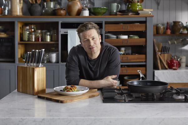 Bild 1 von 6: Schnell zubereitet und einfach zu merken: Jamie Oliver zaubert aus nur fünf Zutaten eine erstaunliche Sammlung leckerer Rezepte ...