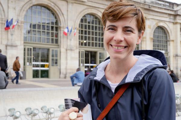 Bild 1 von 3: Die Soziologin Cécile Charlap hat an der Universität Lille über das gesellschaftliche Verständnis der Wechseljahre im Wandel der Zeit geforscht.