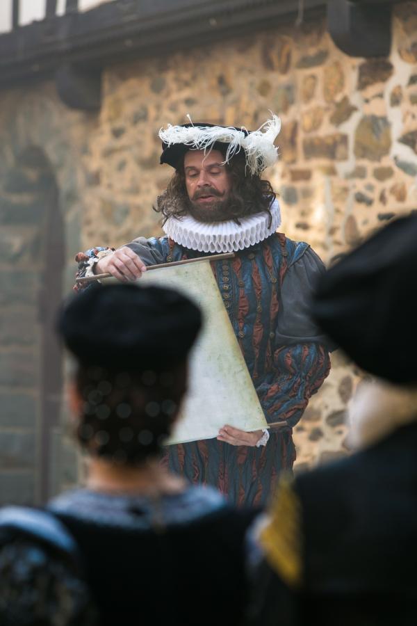 Bild 1 von 1: Matthias Matschke als Shakespeare.