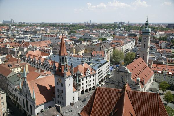 Bild 1 von 1: Blick vom Petersturm auf das Alte Rathaus, München.
