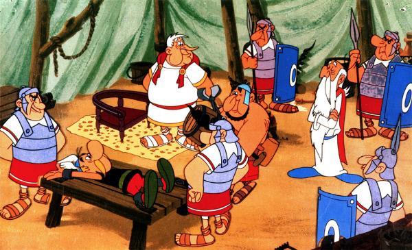 Bild 1 von 5: Gaius Bonus (3.v.li.), Befehlshaber der Römer, lässt Asterix (2.v.li.) entführen. Er hofft, dass Miraculix (3.v.re.) dann endlich seine Formel verrät.
