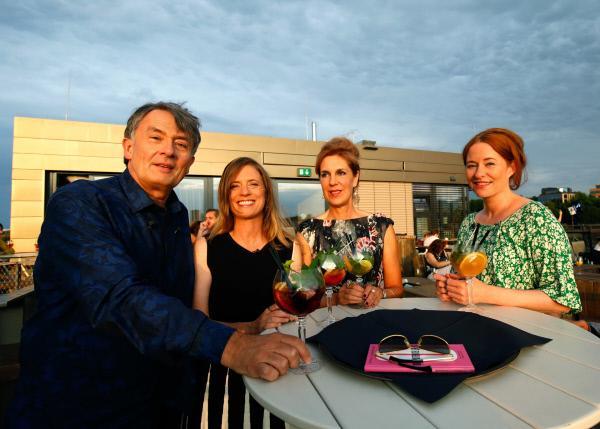 Bild 1 von 7: Die Literaturexperten der Buchzeit Gert Scobel, Sandra Kegel, Barbara Vinken, Katrin Schumacher vor der Sendung.