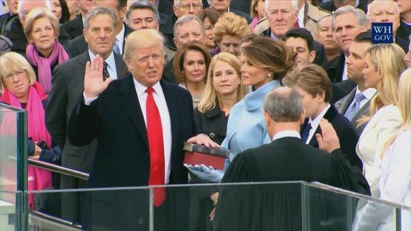 Bild 1 von 6: Die Vereidigung Trumps.