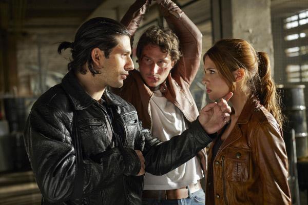 Bild 1 von 19: Valdez (Francisco Medina, l.) hat nicht nur Kai (Pablo Sprungala) in seiner Gewalt, auch Celina (Jasmin Lord) ist wieder aufgetaucht.