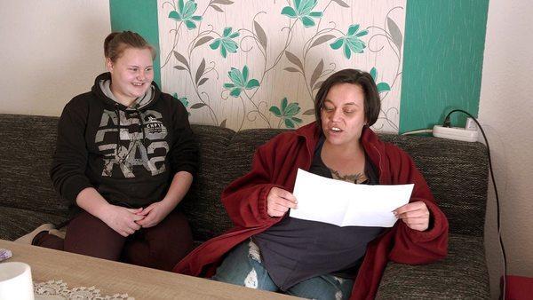 Bild 1 von 6: Yvonne (re.) mit ihrer Tochter Lena (14)