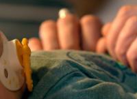 Mama auf Zeit: Eine Familie für Babys in Not